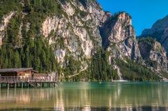 Lago Braies nelle alpi italiane Fotografia Stock