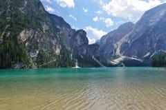 Lago Braies nelle dolomia di estate Immagini Stock