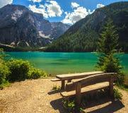 Lago Braies que sorprende Foto de archivo libre de regalías
