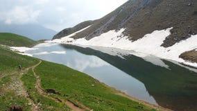 Lago Branchino un lago naturale alpino durante la stagione primaverile Alpi di Orobie Alpi italiane lombardy L'Italia Fotografia Stock