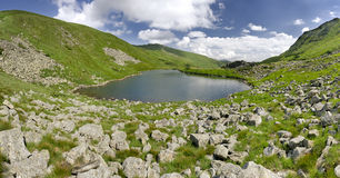 Lago Brebeneskul em montanhas Carpathian Fotografia de Stock Royalty Free