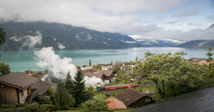 Lago Brienz e treno a vapore Immagini Stock