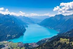 Lago Brienzer e le alpi Immagine Stock