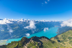 Lago Brienzer y las montañas foto de archivo