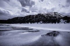 Lago brumoso Imagenes de archivo