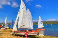 Lago Bulgária Iskar da regata dos barcos de navigação Foto de Stock