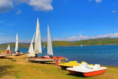 Lago Bulgaria Iskar de la regata de los barcos de navegación Fotos de archivo libres de regalías
