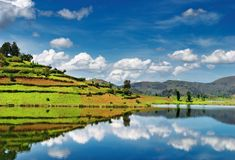 Lago Bunyonyi en Uganda Foto de archivo libre de regalías