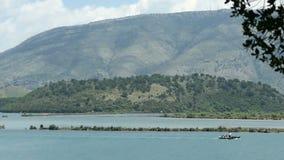 Lago Butrint alla città Bouthroton di rovina dell'Albania stock footage