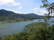 Lago Buyan mountain na ?rea de Bedugul, Bali, Indon?sia fotos de stock royalty free