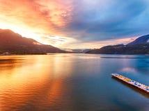 Lago Caldonazzo em Trentino durante um por do sol espetacular Foto de Stock