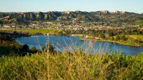 Lago Califórnia Castaic da grama Imagem de Stock Royalty Free