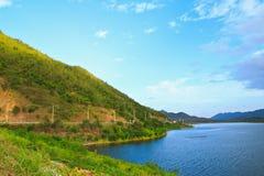 Lago calmo della foresta Immagine Stock
