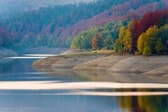 Lago calmo no outono Fotografia de Stock Royalty Free