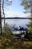 Lago, canoas y bosque Imagen de archivo
