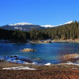 Lago Cauma turquoise nell'inverno Fotografia Stock