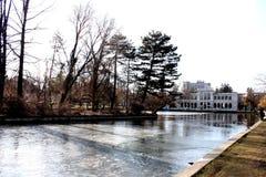 Lago central ParChios en Cluj-Napoca de la región de Transilvania en Rumania fotos de archivo