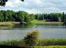 Lago cerca del palacio de Oranienbaum, St Petersburg Foto de archivo libre de regalías