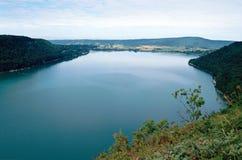 Lago Chalain em Jura, França Imagens de Stock Royalty Free