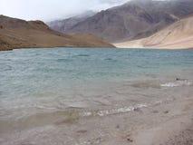 Lago Chandratal em Spiti Fotos de Stock Royalty Free