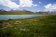 Lago Chandratal en Spiti foto de archivo