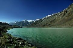 Lago Chandratal, valle de Spiti fotos de archivo