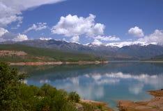Lago Charvak Foto de archivo