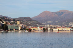 Lago, città e montagne Lugano, Svizzera Fotografia Stock Libera da Diritti
