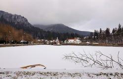 Lago Ciucas en invierno Baile Tusnad, Rumania Fotografía de archivo libre de regalías