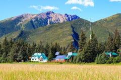 Lago Clark National Park lodge da região selvagem de Alaska imagem de stock