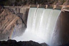 Lago Clementine Dam che trabocca nel fiume qui sotto Immagini Stock Libere da Diritti