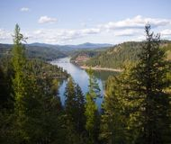 Lago Coeur'd Alene y montañas del norte de Idaho Fotos de archivo libres de regalías