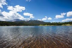 Lago colorado Rocky Mountain Foto de archivo libre de regalías