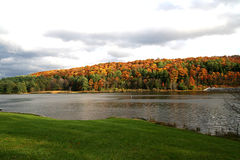 Lago colorido Pérez en otoño Fotos de archivo