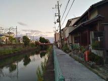 Lago com as casas em kyoto imagem de stock royalty free