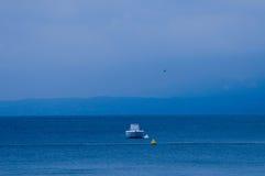 Lago com barco Foto de Stock Royalty Free