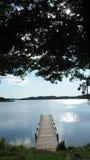 Lago com cais imagens de stock