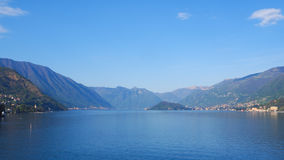 Lago Como Bellagio con il fondo del cielo blu Fotografia Stock
