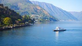 Lago Como Bellagio con il fondo del cielo blu Fotografie Stock Libere da Diritti