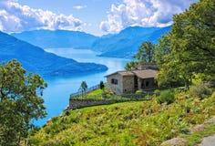 Lago Como, casetta sui laghi italiani Fotografia Stock