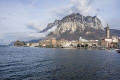 Lago Como e vista della città, Lecco, Italia Fotografie Stock Libere da Diritti