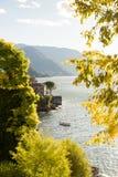 Lago Como em Italy Opinião panorâmico do por do sol com barco fotos de stock