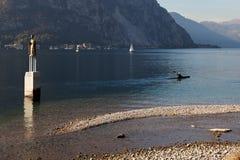 LAGO COMO, ITALY/EUROPE - 29 DE OCTUBRE: El Kayaking en el lago Como Lec fotos de archivo