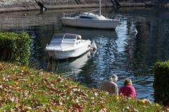 LAGO COMO, ITALY/EUROPE - 29 DE OUTUBRO: Lago Como em Lecco no AIE foto de stock