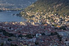 Lago Como Italy Vista panorâmica da cidade de Como do castelo de Baradello imagem de stock royalty free