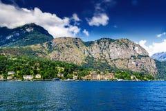 Lago Como sotto cielo blu, Italia Immagini Stock Libere da Diritti