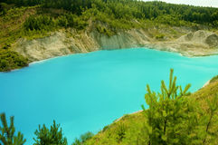 Lago con agua azul clara Foto de archivo