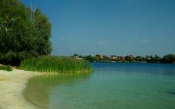 Lago con agua clara Foto de archivo