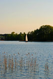 Lago con el barco Fotos de archivo