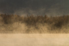 Lago con foschia di mattina Immagini Stock